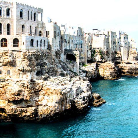 Case affacciate sul mare a Polignano