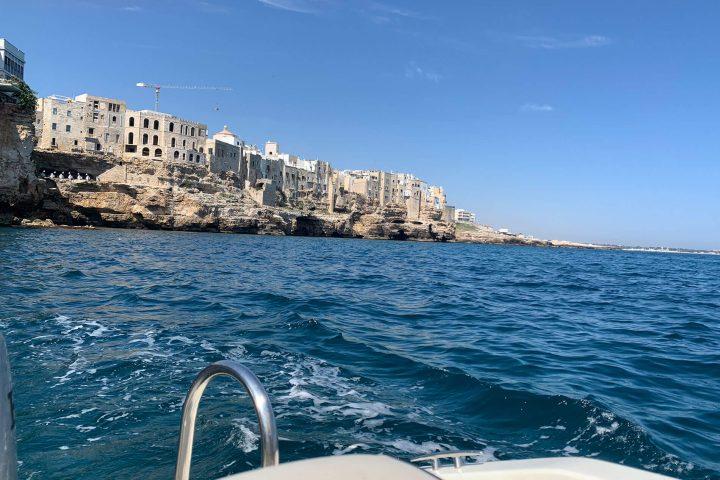 Scopri Polignano a Mare con un giro in barca tuffati in mare